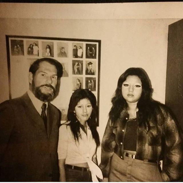 #SGV in the 70's  Homegirls & homework at Mt. View High school in #ElMonte ( @gina_rok )