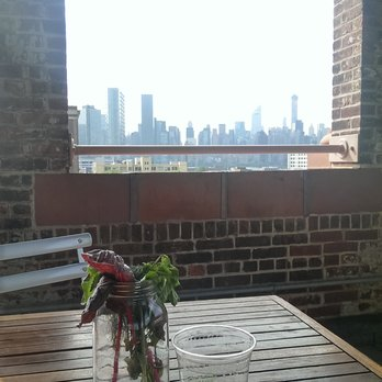 MoMA PS1 - Drinks with a view at the rooftop bar - Long Island City, NY, United States
